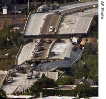 ap_us_minneapolis_bridge_collapse_195_02Aug07.jpg