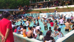 poolcrowded