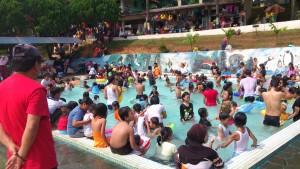 poolcrowded