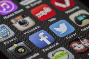 social media driving